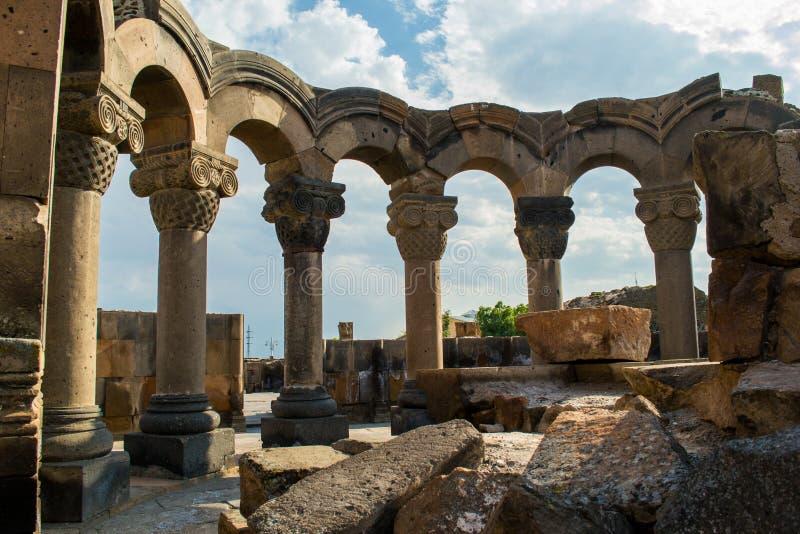 La piedra única arruina el templo de Zvartnots, Armenia Configuración antigua foto de archivo libre de regalías