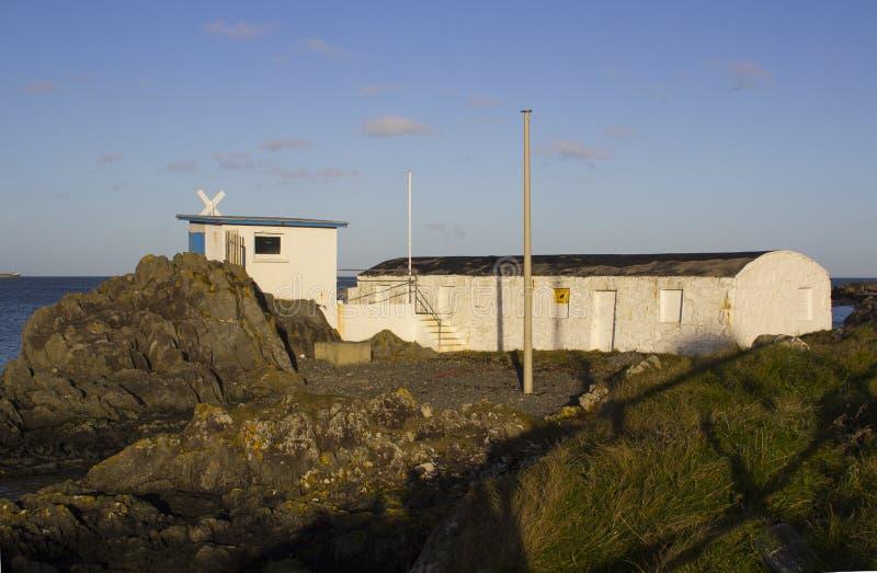 La piedra antigua construyó la casa barco usada por los funcionarios reales de la raza del club náutico de Ulster para supervisar fotografía de archivo libre de regalías