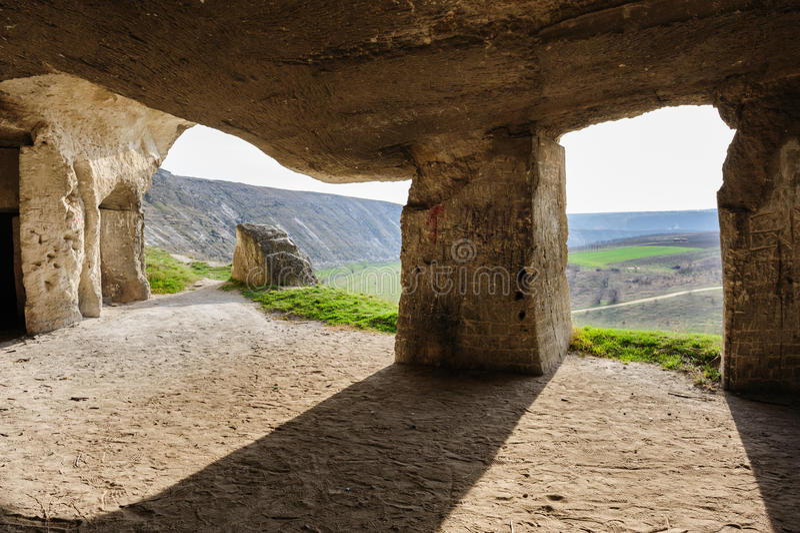 La piedra caliza abandonada mina, Orhei viejo, el Moldavia fotos de archivo libres de regalías