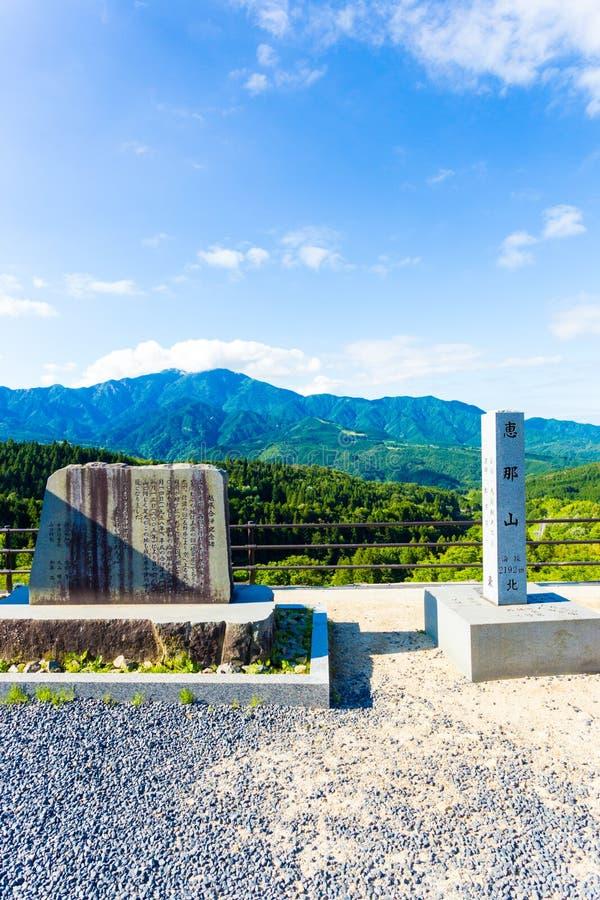 La piedra firma el punto de vista Mt de Magome Ena Forest V imagenes de archivo