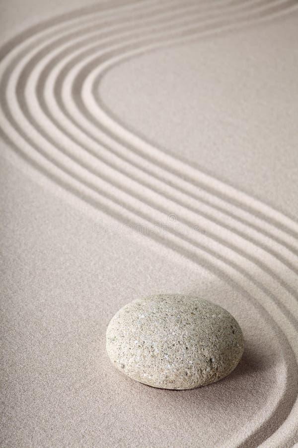La piedra y la arena del jardín del zen modelan tranquilo se relajan imagen de archivo libre de regalías