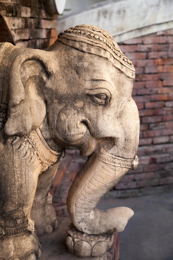La pierre a décoré le plan rapproché principal de sculpture en éléphant photographie stock libre de droits