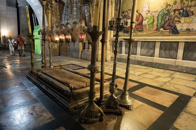 """La pierre d'oindre, où on dit que corps de Jésus le """"est oint avant enterrement dans l'église de la tombe sainte dedans photo stock"""