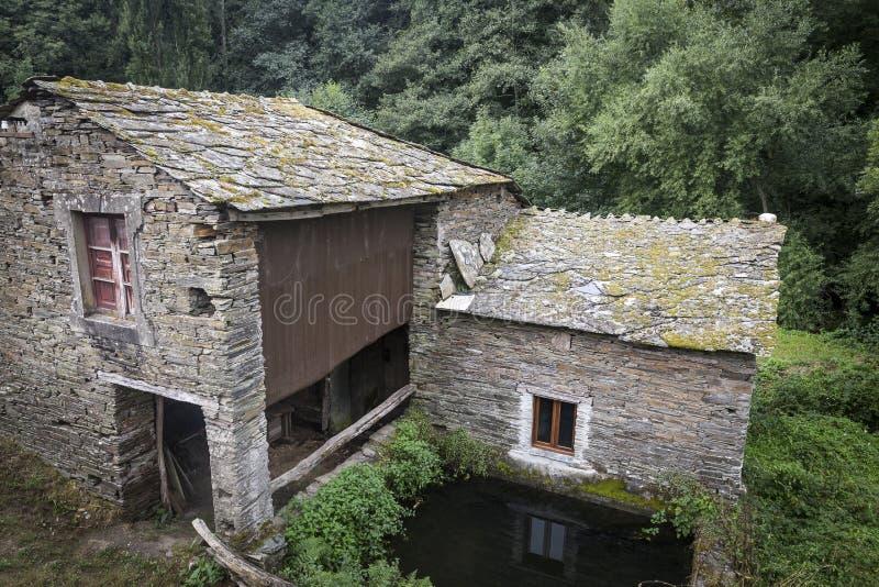 La pierre a fait la maison rustique plus l 39 entrep t galicie espagne photo stock image du - La maison rustique ...