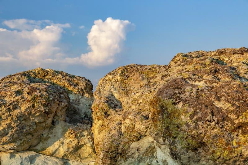 La pierre répand des chapeaux apprêtent vue partielle près du village de Beli Plast, Bulgarie images libres de droits