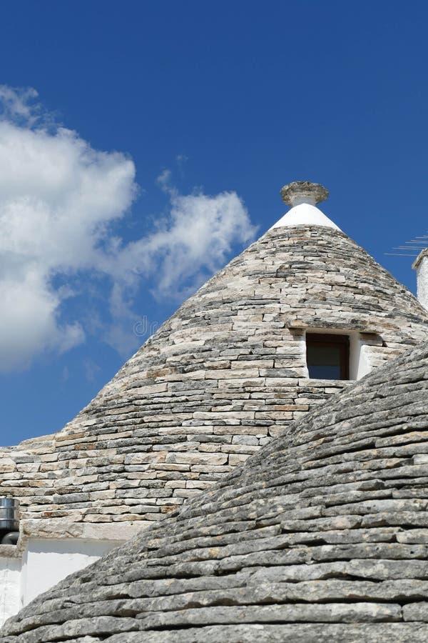 La pietra coned i rooves delle case di trulli fotografie stock libere da diritti