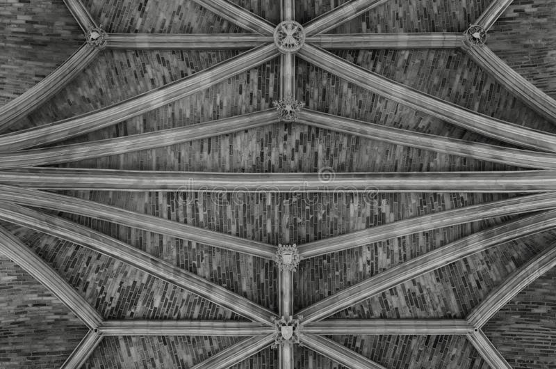 La pietra ha strutturato il fondo del soffitto della cattedrale gotica del san-andré, Bordeaux fotografie stock libere da diritti