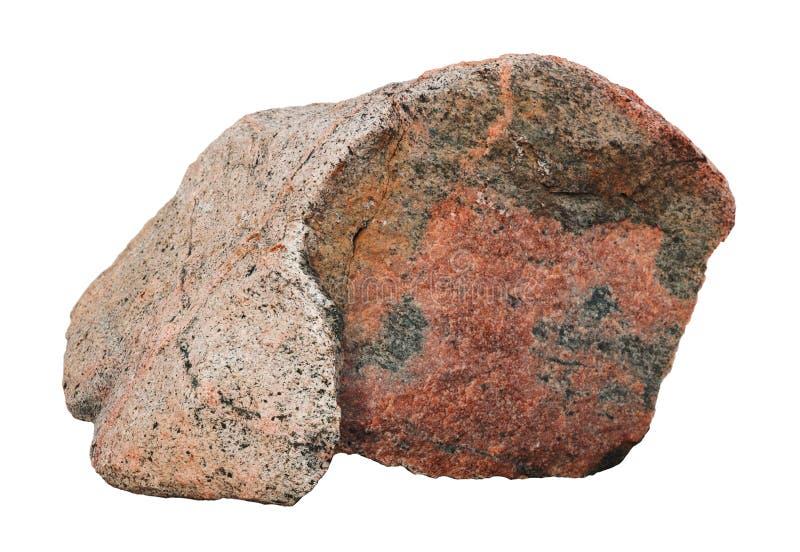 La pietra rossa del grande granito muscoso antico con forma dorata del pesce isolata fotografia stock