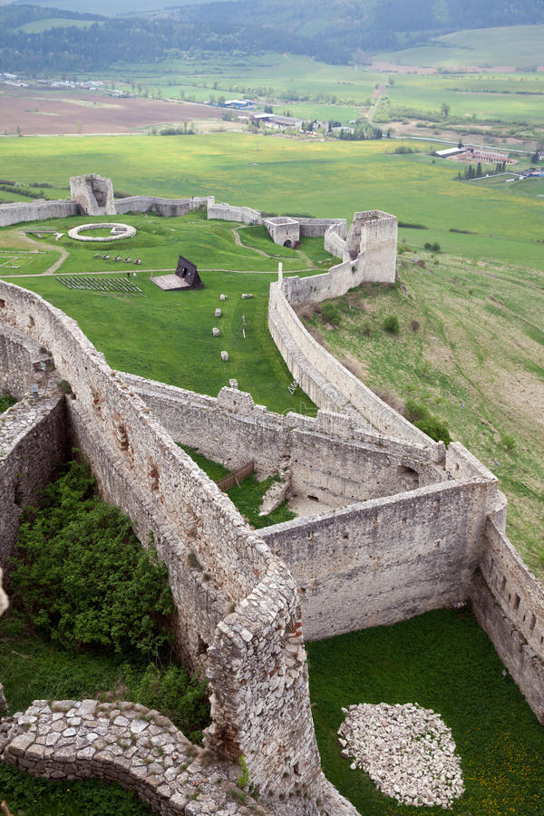La pieza de la pared de piedra vieja en el castillo de Spis foto de archivo libre de regalías