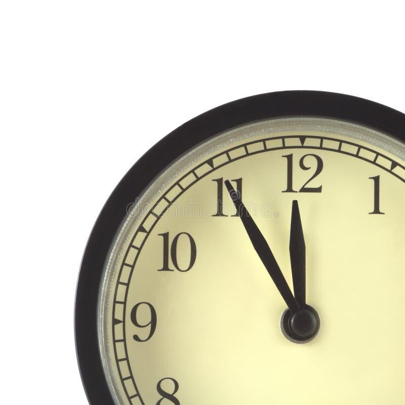 La pieza de relojes en caja negra y esfera de reloj beige aisló cerca para arriba fotos de archivo