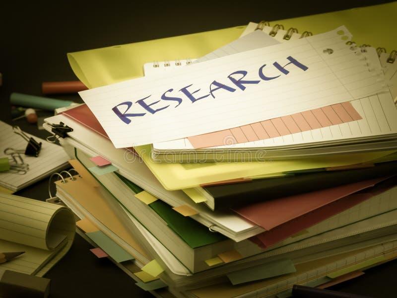 La pila de documentos de negocio; Investigación foto de archivo libre de regalías
