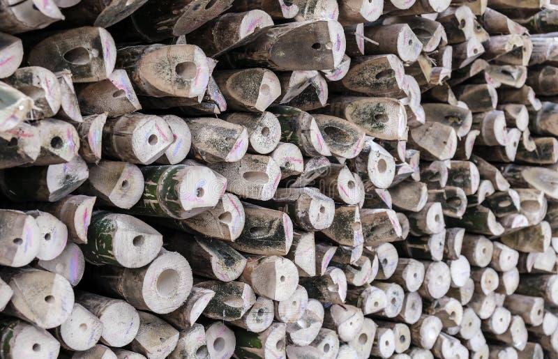 La pila de madera registra el fondo de bambú fotografía de archivo