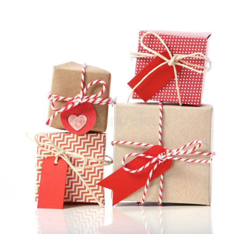 La pila di handcraft i contenitori di regalo immagine stock