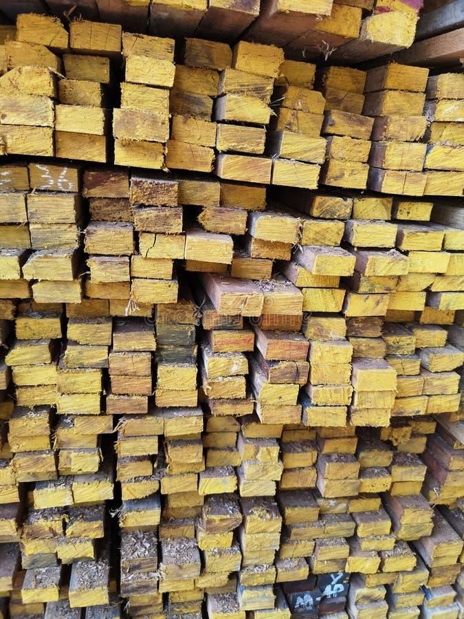 La pila di legno ha impilato insieme la natura incide i pezzi per la pianta del ‹del background†della superficie di struttura d fotografie stock