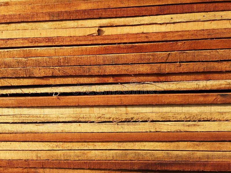 La pila di legno ha impilato insieme la natura incide i pezzi per la struttura dello structer o del lavoro di decorazione immagini stock libere da diritti