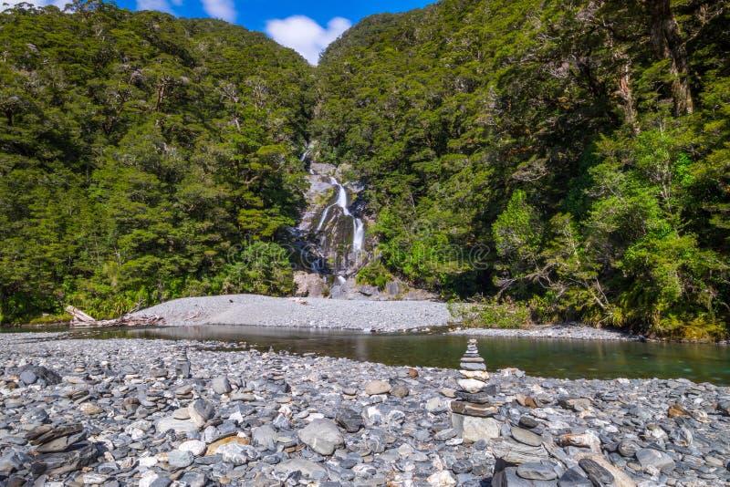 La pila di rocce e di girante laterale cade al parco nazionale d'aspirazione di Mt, Nuova Zelanda immagine stock