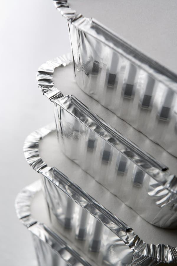 La pile de clinquant emportent des conteneurs photo stock