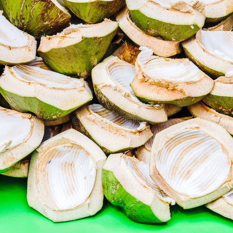 La pile de la noix de coco cutted écosse le fond texturisé photo libre de droits