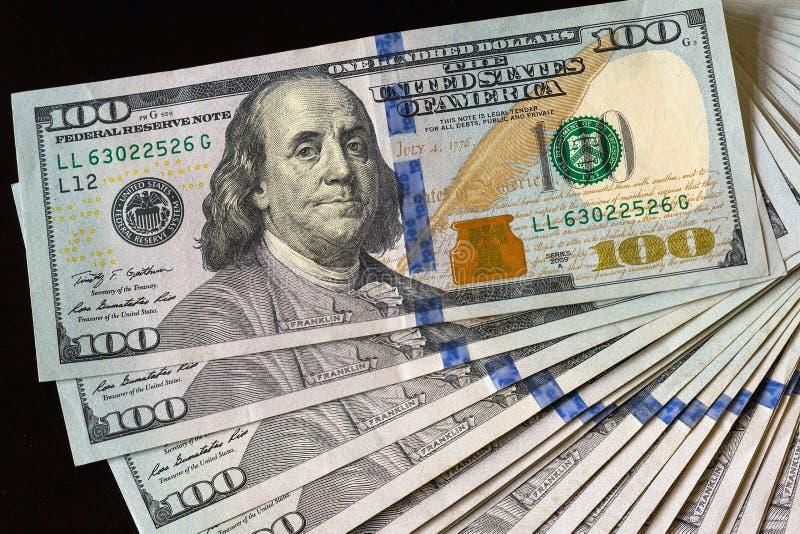 La pile de note des Etats-Unis USD 100 éventent  image stock
