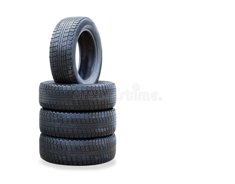 La pile de quatre nouveaux pneus d'hiver au-dessus de blanc photos stock
