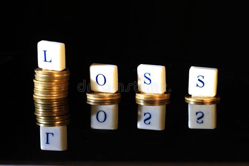 La pile de roupie d'or, de pièce de monnaie de l'Indonésie, d'illustration pour le bénéfice de perte/article faillite, de rapport images stock