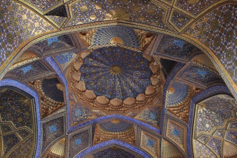 La pintura el techo del mausoleo de Aksaray en la ciudad de Samarkand, Uzbekistán fotografía de archivo libre de regalías