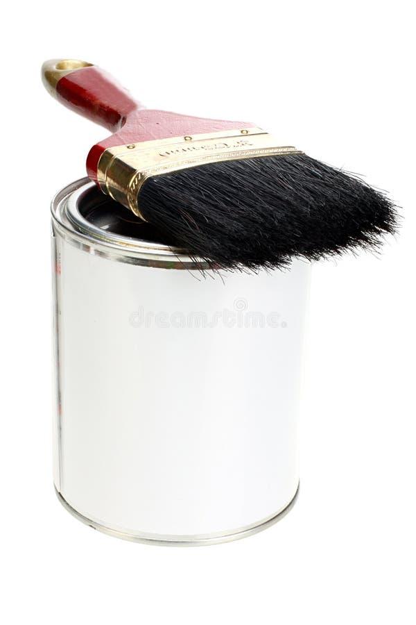 La pintura puede con la etiqueta en blanco y la brocha blancas aisladas imagen de archivo