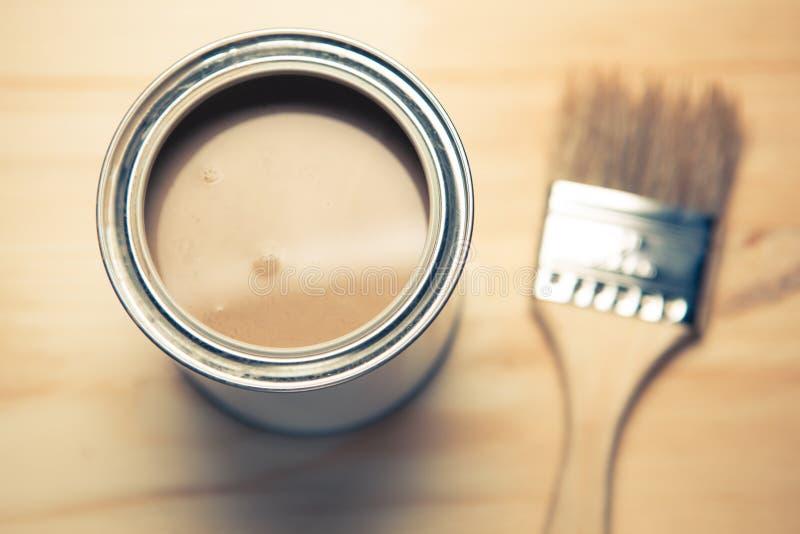 La pintura puede y cepillo fotografía de archivo