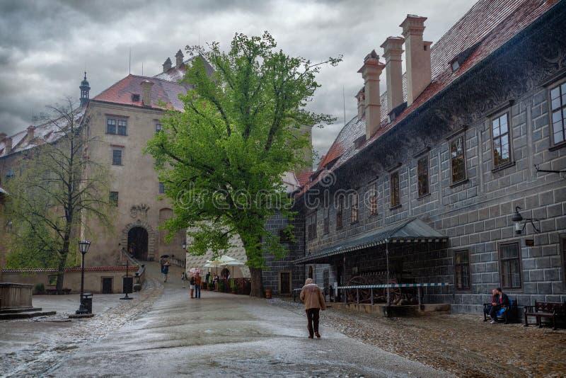 La pioggia in Cesky Krumlov Repubblica ceca fotografia stock libera da diritti