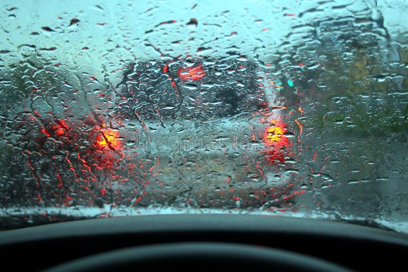 Download La Pioggia Ha Gocciolato Su Vetro Fotografia Stock - Immagine di liquido, vetro: 7308954