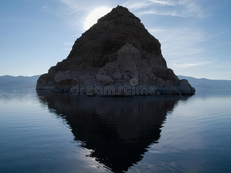 La pirámide en el lago pyramid fotos de archivo libres de regalías