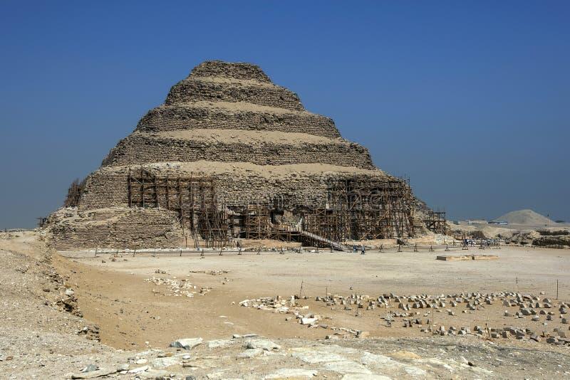 La piramide di punto a Saqqara nell'Egitto del Nord fotografia stock libera da diritti