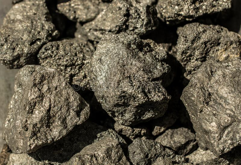 La pirita mineral, o pirita de hierro, también conocida como oro de los tontos imágenes de archivo libres de regalías