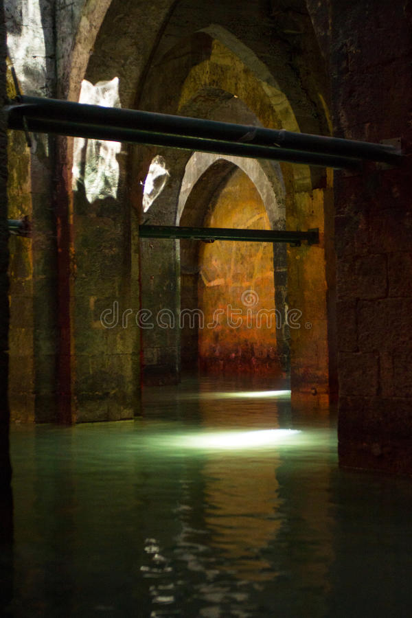 La piscina antigua de los arcos foto de archivo libre de regalías