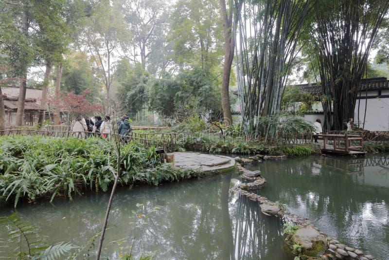 La piscina de bambú de la visita turística de Du Fu cubrió con paja el parque de la cabaña, adobe rgb fotografía de archivo libre de regalías