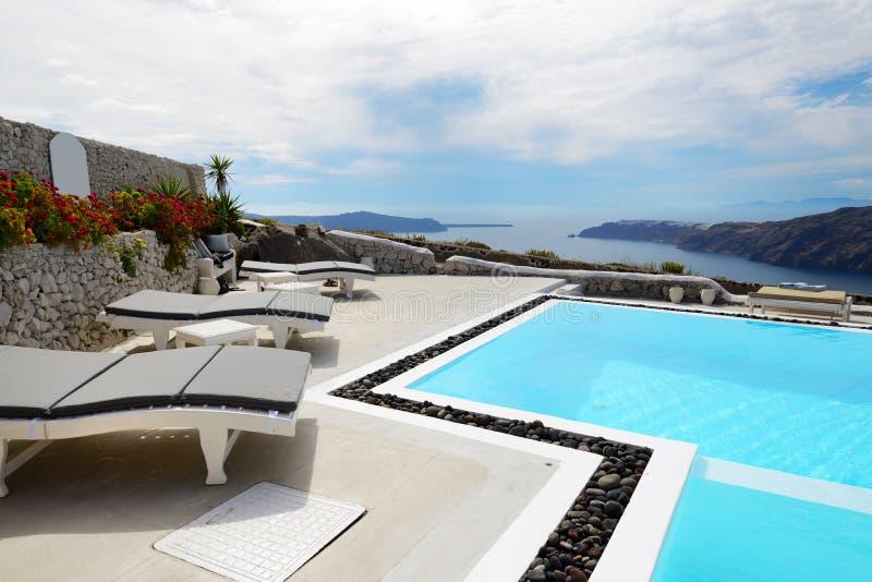 La piscina de la opini n del mar en el hotel de lujo foto for Follando en la piscina del hotel