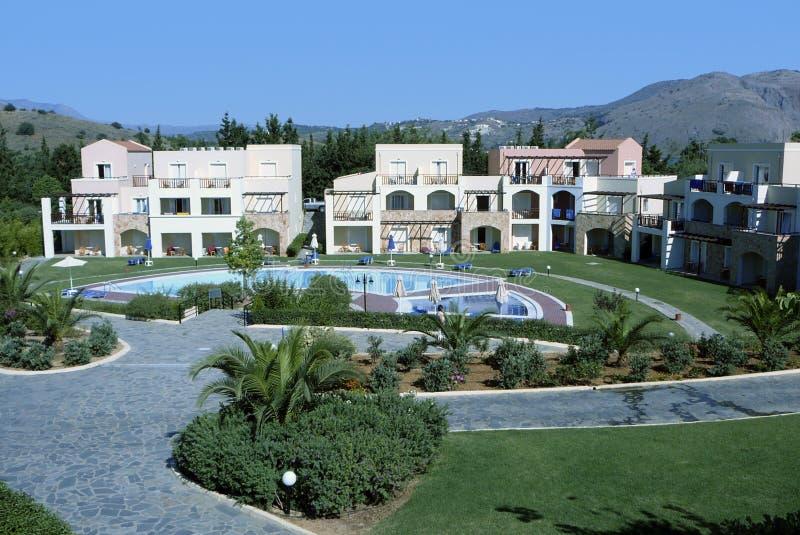 La piscina dell'hotel si distende fotografie stock libere da diritti