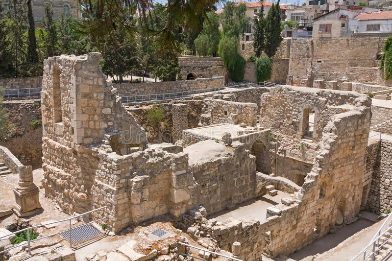La piscine antique de Bethesda ruine la ville d'inOld de Jérusalem photo stock