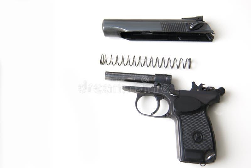 La pistola del sistema di Makarov ha smontato isolato su fondo bianco immagini stock libere da diritti