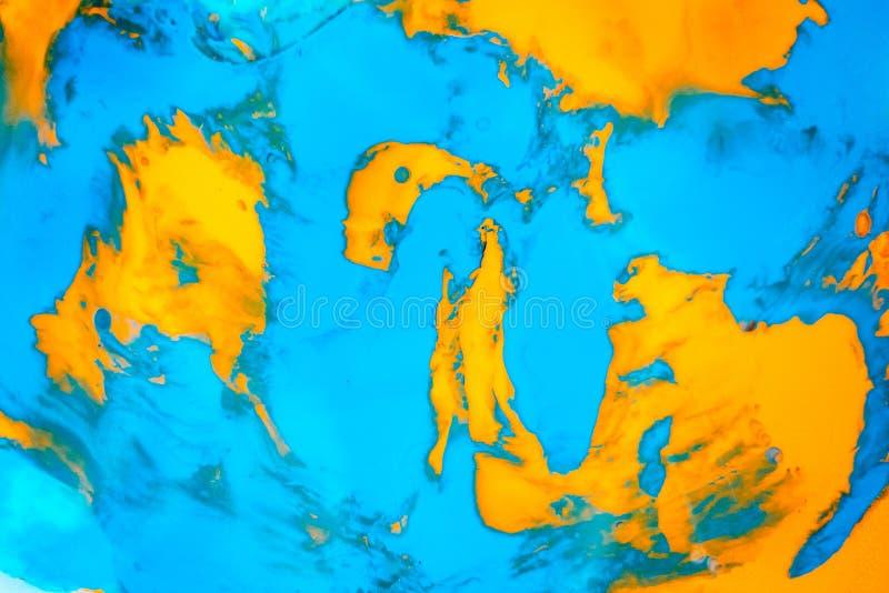 La pittura fluida dinamica di colore spruzza il fondo Contesto liquido misto dell'arancia e blu Effetto di marmorizzazione astrat fotografia stock