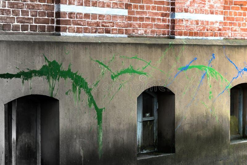 La pittura spruzza sulla facciata fotografie stock