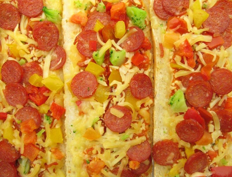 La pizza a complété des sandwichs à baguette de bruschetta photographie stock libre de droits