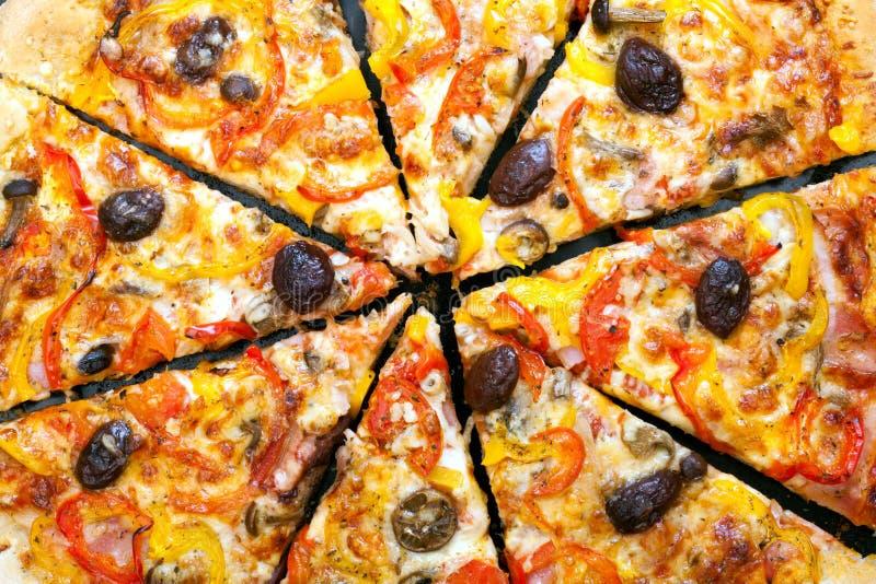 Download La Pizza Cortó En Rebanadas Foto de archivo - Imagen de alimento, ingredientes: 42426756