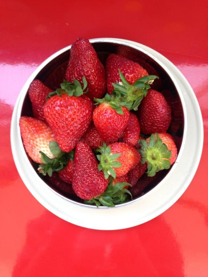 la placa de fresas foto de archivo libre de regalías