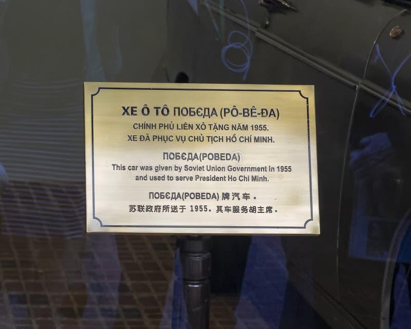 La placa de la información para el coche acorazado de 1955 GAZ-M20 Pobeda donó por Rusia para uso de presidente Ho Chi Minh en 19 imagen de archivo