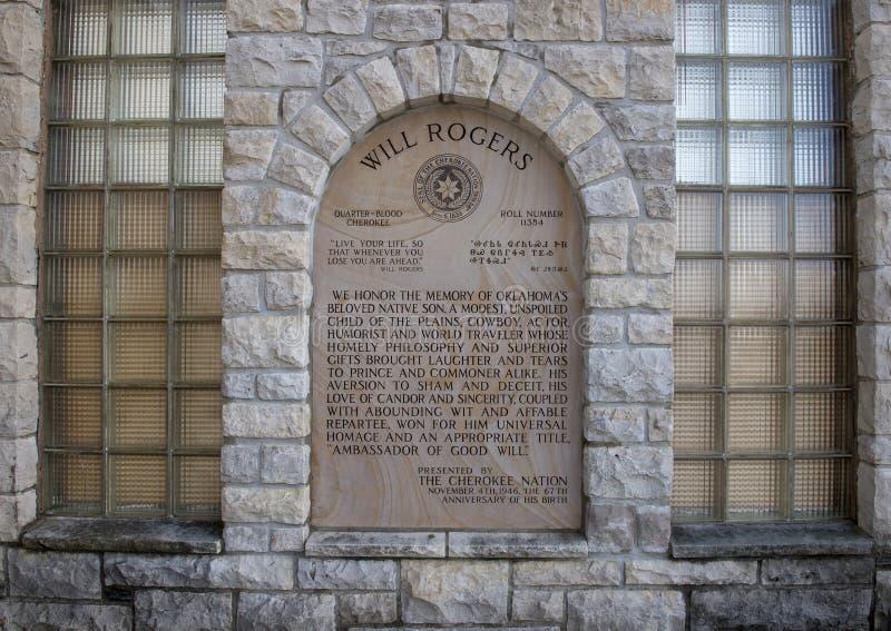 La placa que honraba la memoria de la voluntad Rogers presentó por la nación cherokee imagen de archivo libre de regalías