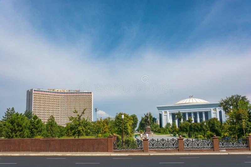 La place d'Amir Timur à Tashkent, l'Ouzbékistan image stock