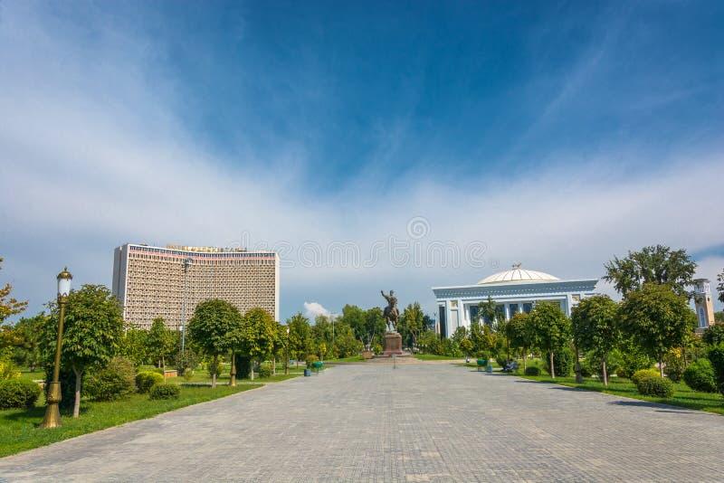La place d'Amir Timur à Tashkent, l'Ouzbékistan images libres de droits