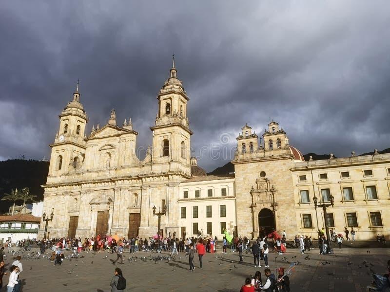 La place de BolÃvar est à angle droit principal du capital colombien photographie stock libre de droits