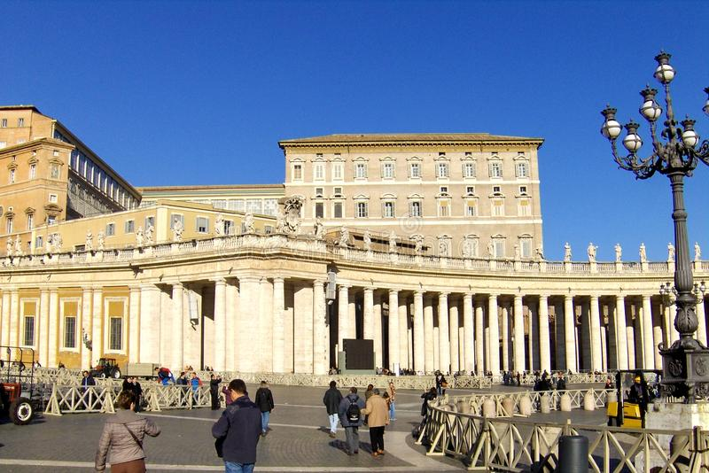 La place de St Peter, la basilique photographie stock